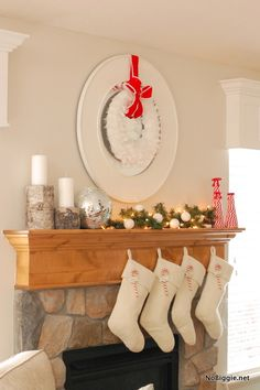Christmas mantle - love this - NoBiggie.net #decor #ideas #christmas