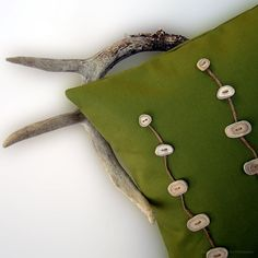 Love this Deer Antler pillow by JillianReneDecor! Diy Gifts You Actually Want, Pillow Inspiration, Creative Inspiration, Woodland Decor, Green Pillows, Jute Twine, Deer Antlers, Fabric Art, Gifts For Dad