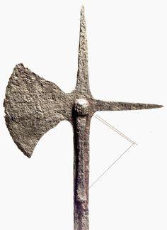Hurlbat throwing axe weapon Medieval Swords, Throwing Axe, Fantasy Weapons, Renaissance, Guns, Symbols, Ideas, Art, Deporte