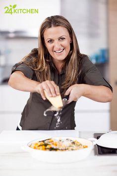 Donna Hay ile yapacağın yemekleri, sanat eseri olarak sergilemek isteyeceksin!     Donna Hay: Hızlı, Taze ve Kolay ile hazırlanması kolay ve gerçekten de göründüğü kadar lezzetli yemekler pişirebilirsin.