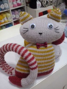Gatito a tricot con lana carisma de drops desing