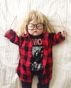 Party on Wayne! Party on Garth! How adorable is this baby Halloween costume? So Cute Baby, Cute Kids, Halloween Bebes, Cute Halloween Costumes, Cool Costumes, Amazing Costumes, Halloween 2018, Diy Halloween, Costume Ideas