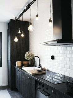 Cocina pequeña retro negra y blanca #cocinapequeña