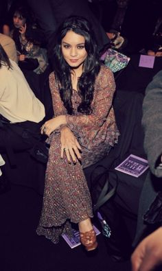 Vanessa-Hudgens-Anna-Sui-Fashion-Show-2011.jpg (435×729)
