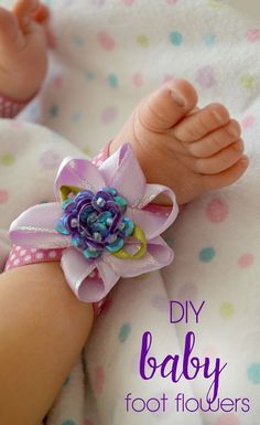 Easily make these darling baby foot flowers for baby girl photo shoots or just dressing up! Diy Craft Projects, Craft Tutorials, Crafts For Kids, Diy Crafts, Decor Crafts, Baby Girl Photos, Baby Pictures, Girl Photo Shoots, Baby Feet