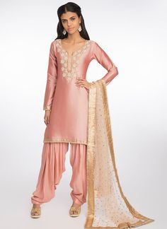 Light Pink and Gold Embroidered Net Lehenga – Lashkaraa Punjabi Lehenga, Punjabi Dress, Patiala Salwar, Punjabi Suits, Salwar Suits, Net Lehenga, Indian Attire, Indian Wear, Indian Outfits
