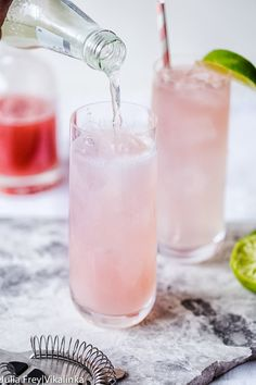 Delicious Moscow Mule is a mix of vodka, lime and ginger beer, made even more alluring with the addition of a rhubarb syrup. Cocktail Syrups, Vodka Cocktails, Vodka Recipes, Healthy Recipes, Rhubarb Syrup, Holiday Drinks, Ginger Beer, Moscow Mule