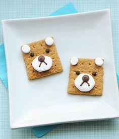 Join in on the fun in the forest with these 7 crafts to celebrate a teddy bear picnic. Make sure to go to the picnic in disguise as a teddy bear! Cute Snacks, Cute Food, Good Food, Simple Snacks, Classroom Snacks, Preschool Snacks, Preschool Classroom, Preschool Ideas, Preschool Crafts