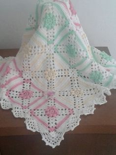 This Pin was discovered by Car Baby Afghan Crochet Patterns, Modern Crochet Patterns, Crochet Square Patterns, Crochet Motifs, Crochet Squares, Baby Blanket Crochet, Crochet Stitches, Crochet Baby, Granny Square