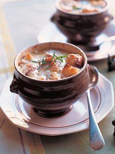 Recipe : オニオングラチネスープ/ゆっくり炒めたとろとろの玉ねぎとチキンブイヨンの、甘くてしっかりとコクのある凝縮したスープ。 #Recipe #レシピ