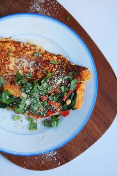 Vláčna tofu omeleta plná zeleniny - rebarbora.blog Japchae, Tofu, Ale, Ethnic Recipes, Basket, Red Peppers, Ales