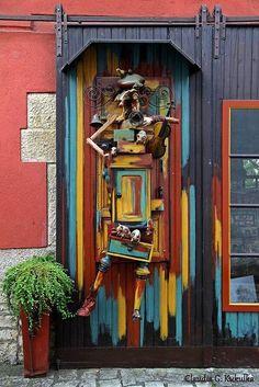 Künstlerisch gestaltete Tür in Sommerhausen, Bayern, Germany   Foto: Claudia Kukulka