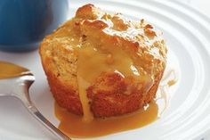 Spiced apple cakes with caramel sauce Bake Sale Recipes, Cake Recipes, Dessert Recipes, Desserts, Apple Custard, Custard Cake, Muffin Pan Recipes, Sweet Pastries, Apple Cakes