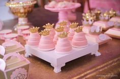 Inspire your Party ® Birthday Party Tables, Gold Birthday, Unicorn Birthday Parties, Birthday Balloons, 19th Birthday, Princess Party Decorations, Engagement Party Decorations, Birthday Party Decorations, Pink Gold Cake