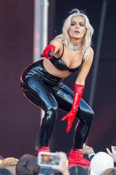 Bebe Rexha, Shakira Photos, Demi Lovato Body, Jimmy Kimmel Live, Latex Fashion, Hottest Photos, Leather Pants, Baby, Celebs