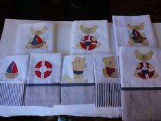 Enxoval de bebe - Babeiros (0,33 x 0,33cm) e fraldas (0,70 x 0,70cm), tema ursinho marinheiro, em tecido de fralda dupla e bem macio. Para comprar acesse: www.maeteatelier.... ou envie um e-mail para: mailto:teresi@glo...
