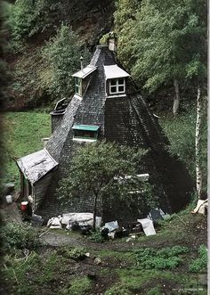 Eight-sided? cone house.......definitely different!
