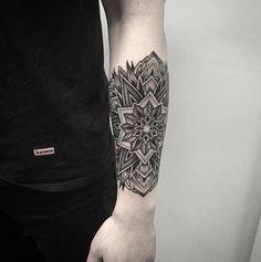 Exquisite Mandala Tattoo Designs You Will Love – Tats 'n' Rings Forearm tattoo – Fashion Tattoos Mandala Tattoo Design, Dotwork Tattoo Mandala, Tattoo Designs, Design Tattoos, Lotus Tattoo, Maori Tattoos, Leg Tattoos, Body Art Tattoos, Sleeve Tattoos