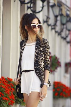 FashionCoolture - look du jour Shoulder white romper leopard print Blazers, Leopard Blazer, White Romper, Girl Photography Poses, Chic Outfits, Bomber Jacket, Girly, Rompers, Style Inspiration