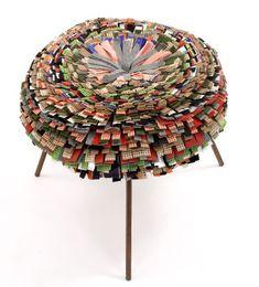 """""""Rag Chair"""" 2 par Fernando et Humberto Campana. Fauteuil composé de morceaux de tissus (vêtements recyclés) superposés et assemblés en son centre."""