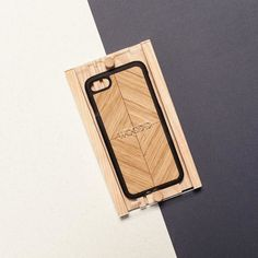 One of our classics is now available also in oak wood. Hope you'll enjoy  woodd.it #woodd #design #iphonecovers #fashiontech #wood #woodworking