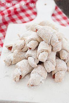 Prstohvat soli: Slatke kiflice Croatian Cuisine, Croatian Recipes, Baking Recipes, Cookie Recipes, Roll Cookies, Pastry Shop, Christmas Baking, Bakery, Yummy Food
