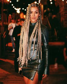 Box braids are versatile and always look gorgeous. One of the must-have styles is long box braids. These long braids can be a variety of lengths from the bottom of the back and beyond! We love these super stylish braids! Ethnic Hairstyles, Box Braids Hairstyles, Black Girls Hairstyles, Twist Hairstyles, Afro Braids, Blonde Braids, African Braids, Dreadlocks, Jheri Curl