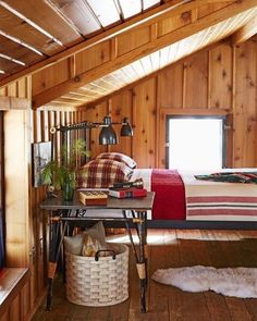 Craving cozy cabin vibes this afternoon. This beautiful wood planked loft room is perfect!  via @dominomag