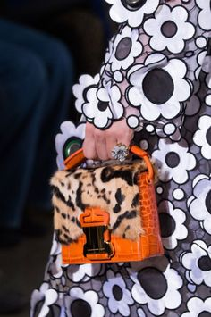 Christopher Kane at London Fashion Week Spring 2017 - Details Runway Photos All Fashion, Fashion 2017, Fashion Show, London Fashion, Christopher Kane, Best Handbags, 2017 Handbags, Best Bags, Beaded Bags