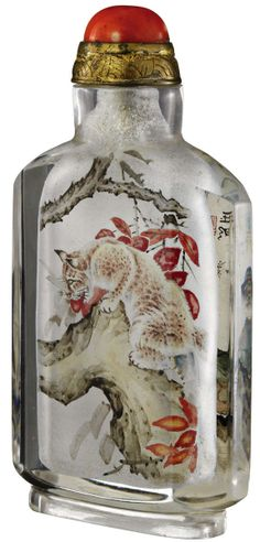 Snuff bottle mit Katzen China 20. Jh. Glas oder Kristall inwendig bemalt in Tusche und Farbe. Vorderseite mit Kätzchen, Rückseite mit Raubka...
