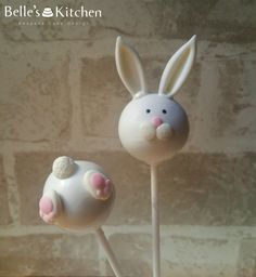 Bunny Easter Cake Pops - Vanilla cake pops bunny heads and tails #cakepop #cake…
