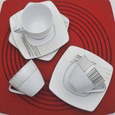 Έξι φλυτζάνια με τα πιατάκια τους για το τσάι ή το καπουτσίνο , σε τετράγωνο σχήμα από ευρωπαϊκή πορσελάνη με σχέδια πλατίνα. Tableware, Dinnerware, Tablewares, Dishes, Place Settings