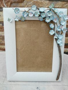 Picture Frame Decor, Wood Picture Frames, Paper Flowers Craft, Clay Flowers, Cumpleaños Shabby Chic, Waste Art, Quilling Work, Handmade Birthday Gifts, Mosaic Madness