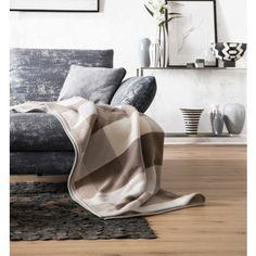 Sofadecke mit großflächigen Karos und einer gelungenen Farbkombination.