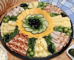 Serve delicious cold plates with ham and cheese :) - nettetipps.de - Serve delicious cold plates with ham and cheese :] – nettetipps. Best Cheese, Meat And Cheese, Charcuterie Board Meats, Crudite Platter, Party Buffet, Brownie, Grilled Asparagus, Cheese Platters, Feeding A Crowd