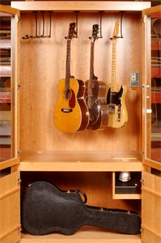 We've been very busy at Case Sensitive lately, creating new showcases that help our customers enjoy and display their beautiful guitar collections. We have showcases being built for customers as far away as Napa Valley, CA and as near as NYC. (See below for the old gallery). Open Mahogany top and bottom w/cases and mixed …