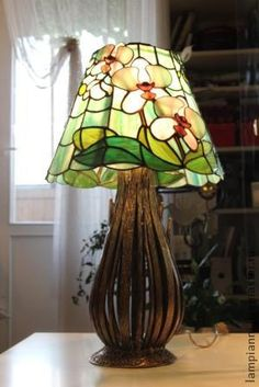 Stained Glass Lamp Shades, Tiffany Stained Glass, Tiffany Lamps, Stained Glass Projects, Candle Lanterns, Glass Etching, Lampshades, Fused Glass, Glass Art