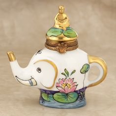 Limoges elephant teapot Elephant Stuff, White Elephant Gifts, Elephant Teapot, Relaxing Tea, Elephants Never Forget, Cute Teapot, Teapots Unique, China Tea Sets, Tea Pot Set