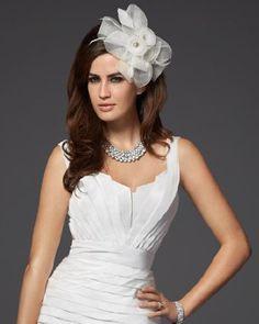 Elegante-tocado-de-flor-para-novias-Foto-Bebe-Bridal