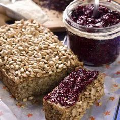 This delicious and moist quinoa and chia bread will be your favorite, besides being a bread that does not contain gluten, it is very healthy due to its high fiber content, it is an excellent option for celiacs. Diabetic Recipes, Gluten Free Recipes, Baking Recipes, Vegan Recipes, Vegan Bread, How To Cook Quinoa, Love Food, Bakery, Food And Drink