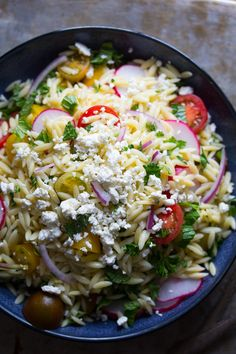 Herbed Orzo Salad with Tomatoes and Feta | sweetpeasandsaffron.com @sweetpeasaffron