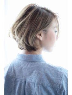 オゥルージュ Aurouge 流し前髪とグラデーションカラーのグレージュショートボブ◎