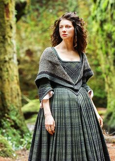 "fuckyeahcostumedramas: "" Caitriona Balfe in 'Outlander' x "" Outlander Clothing, Outlander Knitting, Serie Outlander, Outlander Funny, Outlander Quotes, 18th Century Clothing, 18th Century Fashion, Historical Costume, Costumes"