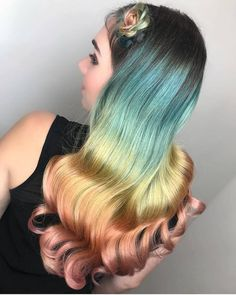 These colors are simply marvelous. I love how brands such as @pulpriothair have enabled colorists to explore such wholesome color palettes…