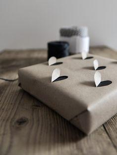 Selbstgemachtes Geschenkpapier. Noch mehr Ideen gibt es auf www.Spaaz.de