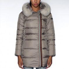 PEUTEREY LOYAL MRQ FUR - PED1919 Disponibile su http://dreams-store.it  #fashionistagram #fashiononweb #dreamstoreality #fw15 #newcollection #colmaroriginals #peuterey #woolrich #kway #fay #montecore #rossignol #lbm #diadoraheritage #briandales #uptobe #geospirit #bomboogie #rrd #sinapsi