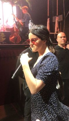 April Lana Del Rey performing in Sydney, Australia red heart-shaped sunglasses and tiara Lana Del Rey Concert, Lana Del Ray, Pretty People, Beautiful People, Divas, I Fall To Pieces, Concert Looks, Elizabeth Grant, Heart Shaped Sunglasses