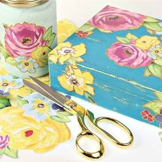 Vintage Gift Box Diy  •  Free tutorial with pictures on how to make a box in under 90 minutes