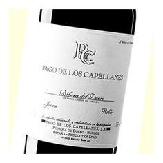 El vino Pago de los Capellanes, elaborado por las bodegas del mismo nombre, 100% Tempranillo, envejecido durante 5 meses en barricas de roble francés.