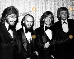 The Bee Gees Barry, Maurice and Robin Gibb with Barry Manilow at the American Music Awards 1979 Ralph Dominguez/Globe Photos, Inc. Mauricegibbretro